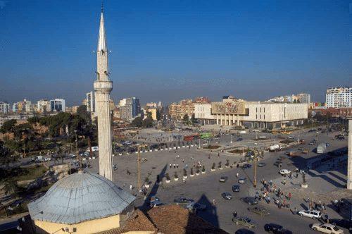 Centrale-plein-in-Tirana Albanie