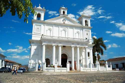 El Salvador Iglesia Santa Lucía