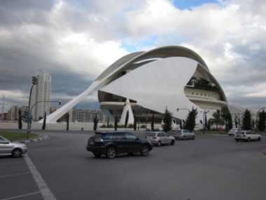 Palau de les Arts, het operahuis van Valencia, een bouwwerk van architect Calatrava. [Foto: René Hoeflaak]