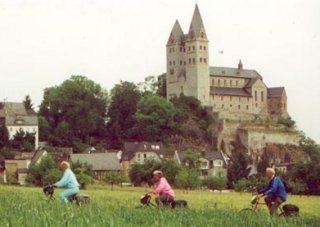 Onderweg rijd je langs prachtige kastelen.