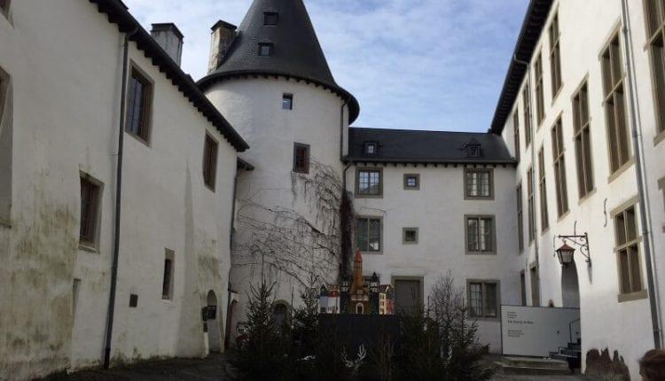 binnenplaats kasteel in clairvaux