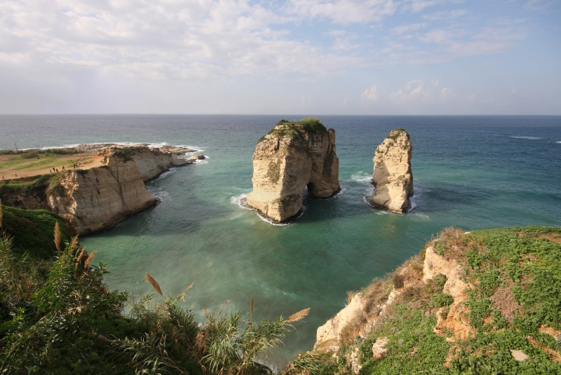 De Pigeon rocks voor de kust van Libanon.
