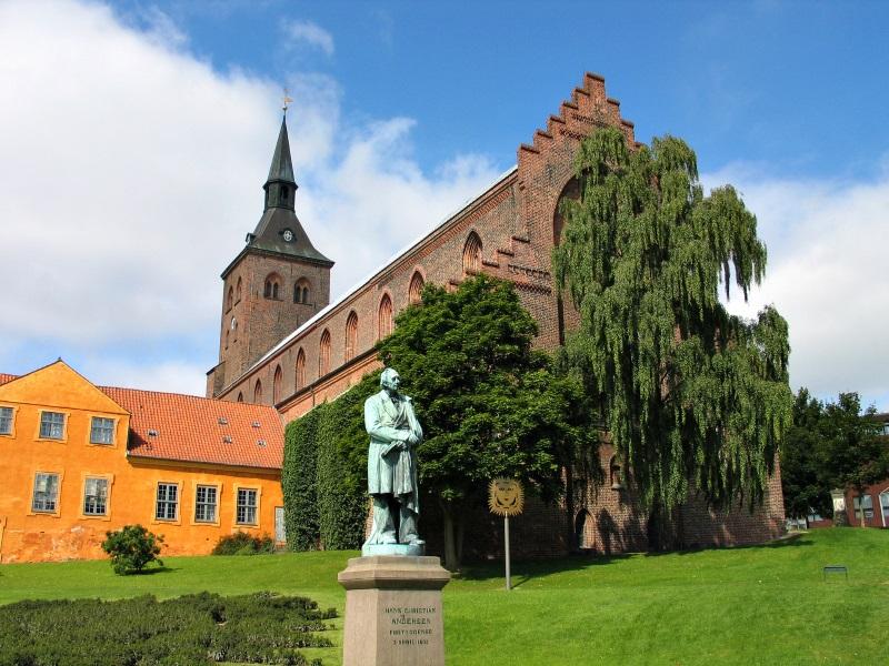 Odense - Het standbeeld van het beeldhouwwerk van Hans Christian Andersen Denemarken.