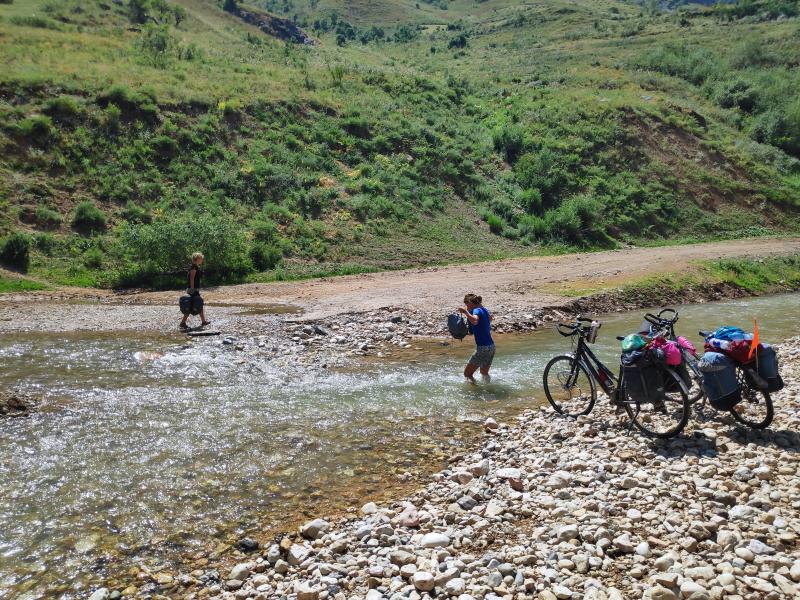 een landslide en weggebroken brug betekent: tillen!