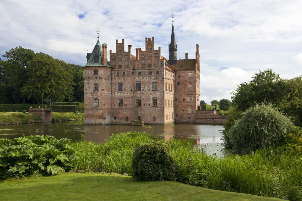 Funen - Het renaissancekasteel van Egeskov in het Eiland Funen, Denemarken