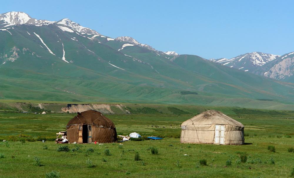 Kyrgyzstan traditionele yurts op de zijde route