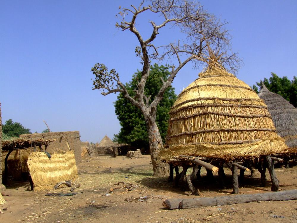 Niger, traditionele huisjes.