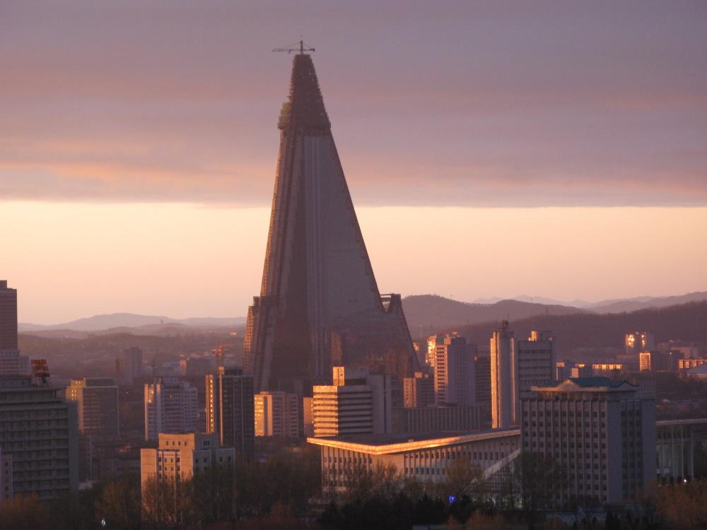 Noord Korea de triangular building in Pyongyang