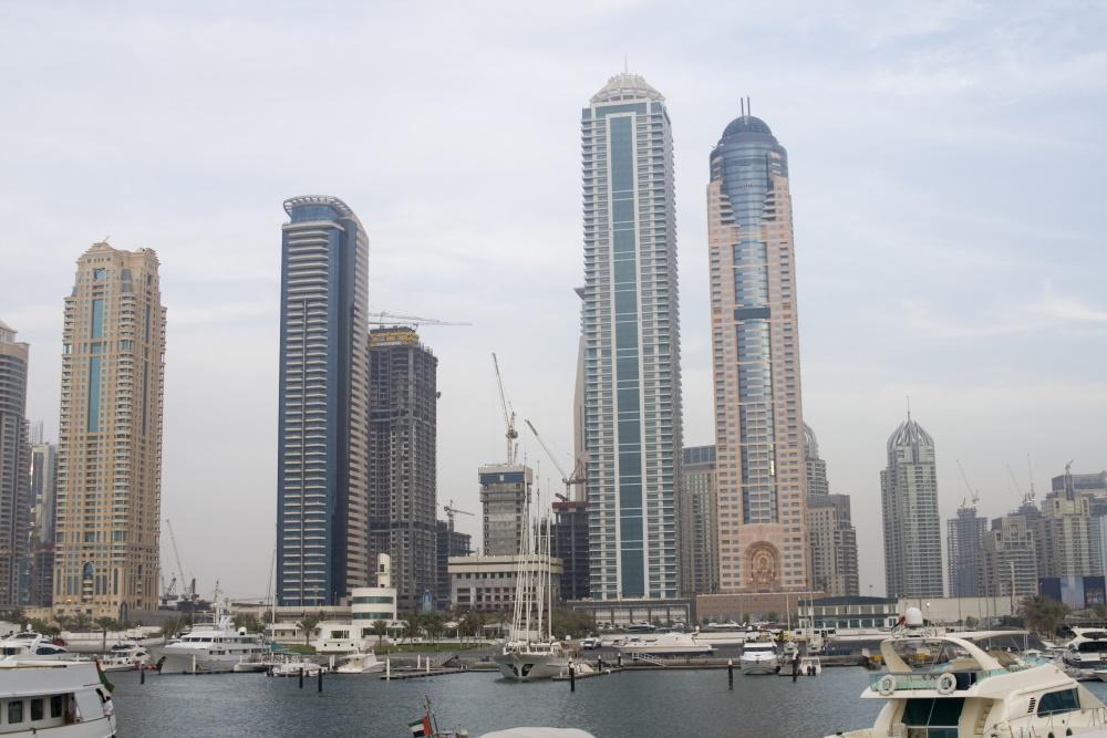 Verenigde Arabische Emiraten de haven met skyscrapers