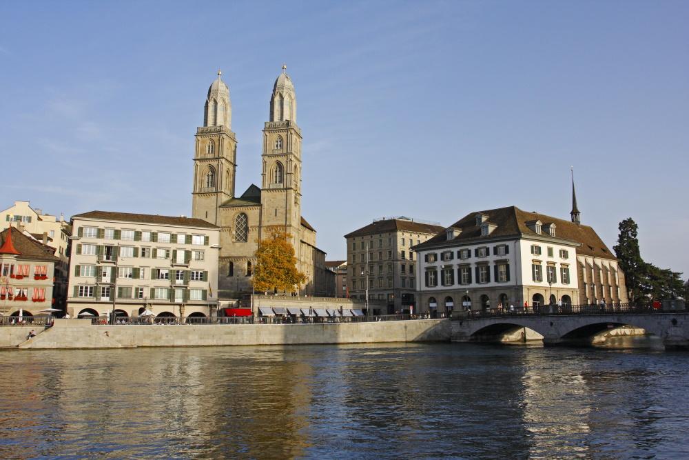 Zwitserland Zurich Grossmunster en raadhuis stadhuis